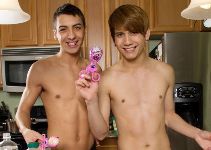 Young_cute_sexy_twinks2